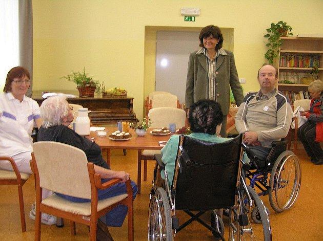 Možnost prohlédnout si domov pro seniory v areálu nemocnice využily jen za dopoledne desítky  návštěvníků.