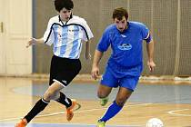 Nejlepší sezonu si ve druhé futsalové lize užívá chotěbořská Boca (vlevo).