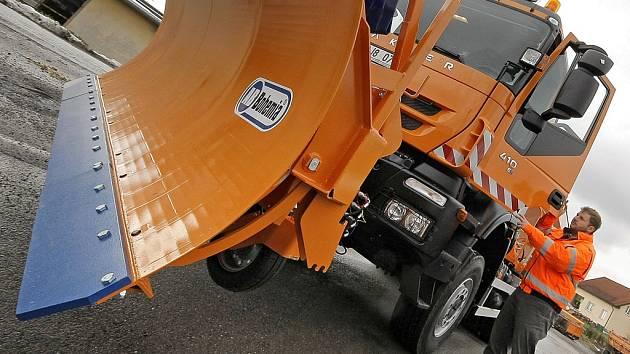 Sypače značky Iveco rozšířily v roce 2009 vozový park vysočinských silničářů. Kvůli jejich nákupu ale půjdou dva muži před soud. Údajně mělo jít o předraženou zakázku.