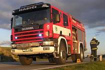 Kolik cisteren na podvozku Scania zaplní nově vydlážděné náměstí v Golčově Jeníkově? Dobrovolní hasiči města chtějí v roce 2010 uspořádat setkání mobilní techniky právě tohoto typu.