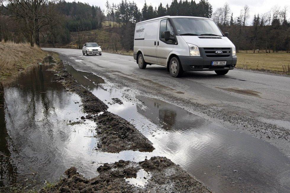 Stav silnice u Stříbrných Hor.