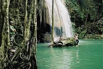 Thajsko. Krajina s množstvím kopců, vodopádů, ale i nádherných písečných pláží. Pro mnohé je to zároveň místo, kde se dá perfektně oslavit konec roku.