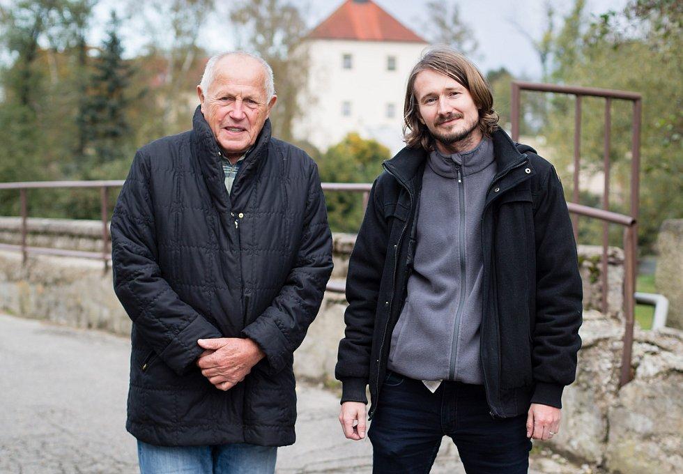 Jaroslav Šoupal a Martin Domkář, členové spolku Za záchranu rodného domu Jana Zrzavého v Okrouhlici.