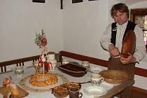 """Na Velikonoce nesměly některé pokrmy zkrátka na stole chybět. """"Třeba vrkoč z kynutého těsta, nebo velikonoční nádivka,"""" říká Jindřich Holub (na snímku)."""