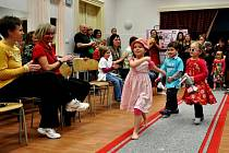 V mateřském centru Zvoneček se uskutečnila módní přehlídka pro občanské sdružení Metoděj.