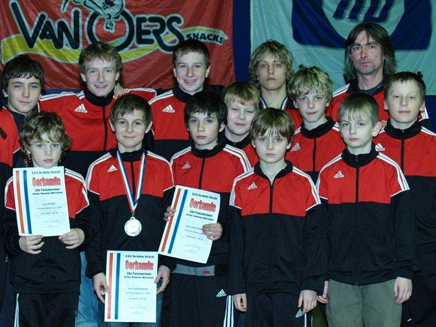 Svěřenci trenérů Miroslava Vargy a Jiřího Zachariáše získali dvě stříbrné medaile. Celkem do Holandska odjelo dvanáct brodských zápasníků.