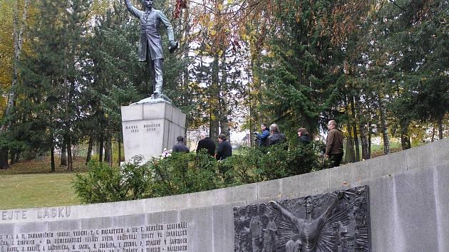 Před slavnostním zakončením soutěže Epigram 2016 pořadatelé  uctili v parku památku Karla Havlíčka Borovského.