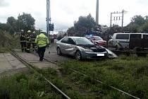 Na přejezdu v Ledči nad Sázavou se 9. července srazil vlak s autem.