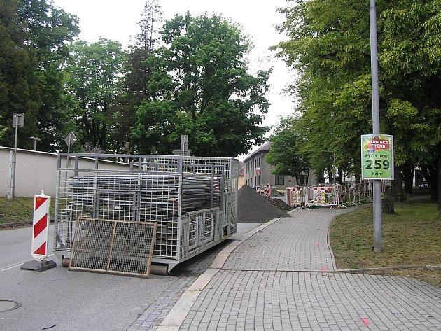 Ulice Ledečská v Brodě se chodcům uzavřela.