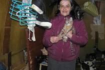 Jana Kaprálová žila v maringotce obklopena kočkami. Musela proto čelit nařčení z týrání zvířat.