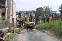 Na opravách ulice Nad Skalkou dělníci pracovali skoro rok.
