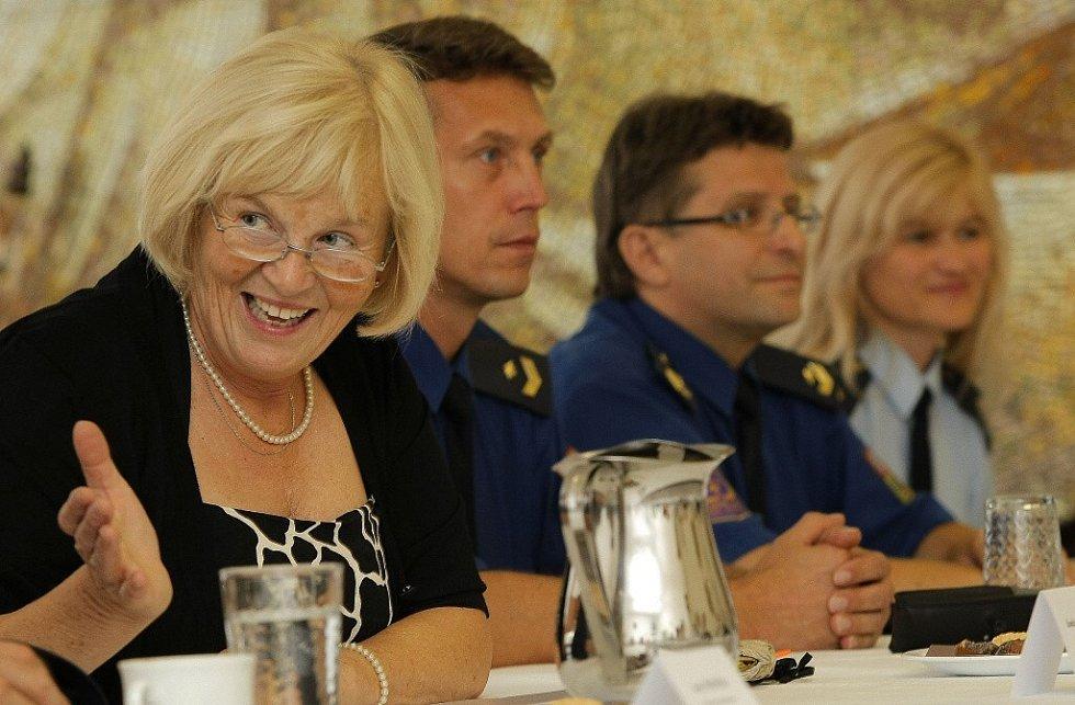 Ministr a předseda Legislativní rady vlády ČR Cyril Svoboda přijel na dvě hodiny do světelské ženské věznice.