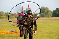 V přesnosti přistání ukáže paraglidista, co se v něm skrývá.
