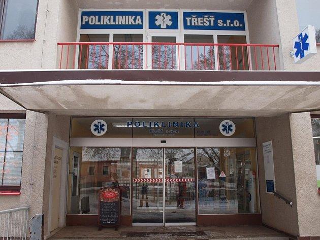 Firma. Třešťská poliklinika funguje jako společnost s ručením omezeným a podle obchodního rejstříku je nyní vlastněna pěti lidmi.
