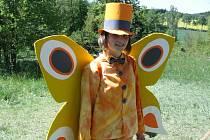 V pohádkovém lese nesmí chybět pohádkové bytosti – třeba vodníci, loupežník nebo motýl Emanuel.
