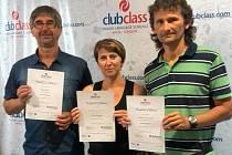 Na konci pobytu obdrželi všichni tři pedagogové (ředitel Ota Benc zcela vlevo) zvláštní certifikát.