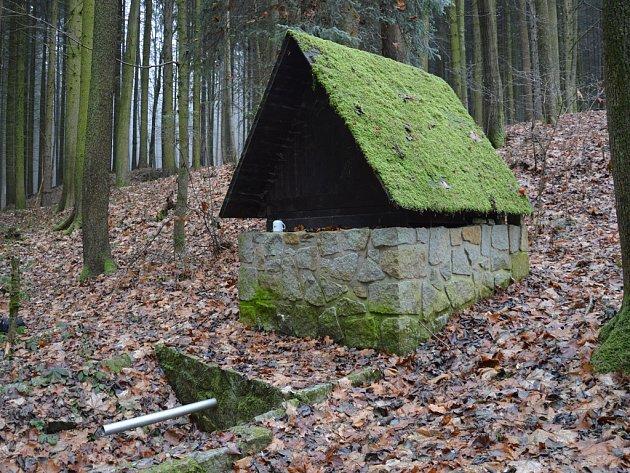 Studánka u hlavňovské hájenky nedaleko Josefodolu.