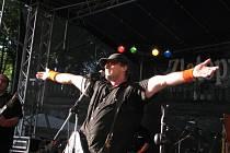 V Úsobí na Havlíčkobrodsku už mají se skupinou YoYo Band bohaté zkušenosti. Letos tam tato skupina vystoupí opět. Na snímku je lídr YoYo Bandu Richard Tesařík.