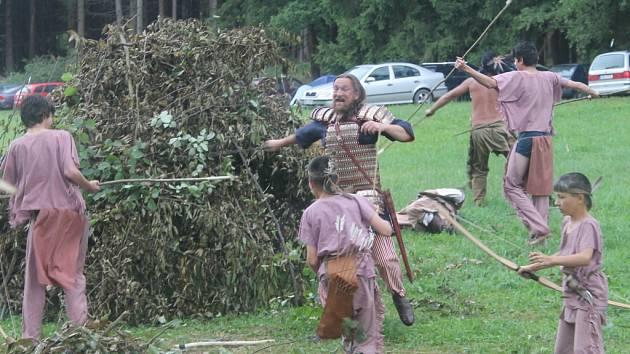 Bitva mezi Vikingy a původními americkými obyvateli, tentokrát na břehu Sázavy.