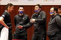 Stolní tenisté HB Ostrov v prvním zápase proti Hodonínu roli favorita splnili.