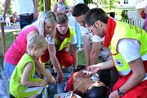 Součástí dětského dne v nemocnici v Brodě je pravidelně ukázka práce záchranářů.