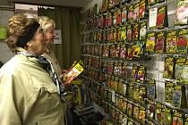 Začíná zahrádkářská sezona a lidé berou obchody doslova útokem. V kurzu jsou především různá semínka, sazenice a květiny. Lidé se také již těší na tradiční výstavu Zahrada.