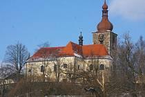 Kostel sv. Jana Křtitele v Přibyslavi. Bez souvislosti není, že shodnému patronu je zasvěcen nejstarší kostelík v Jihlavě z přelomu 12. a 13. století.