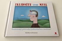 Kniha Zklidněte svou mysl se může stát skvělým pomocníkem pro zlepšení duševního stavu.