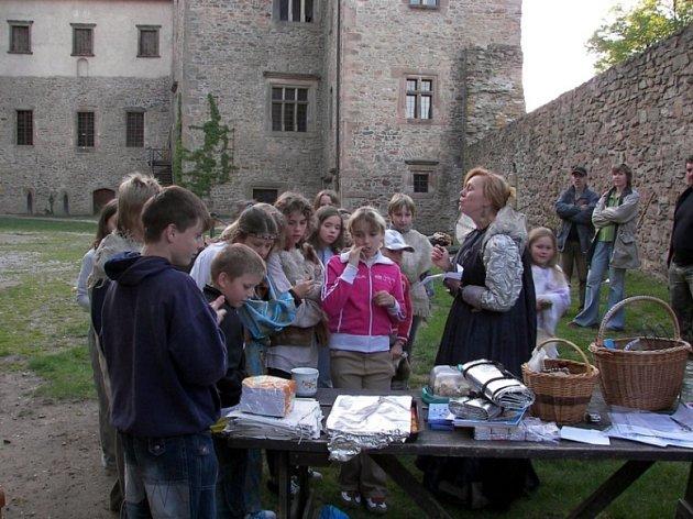 Přiblížit dětem život ve středověku se snažili organizátoři akce na hradě Lipnici.