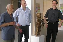 Petr Adam (uprostřed) byl podle rodičů dobrý pedagog a ředitel, ale úředničina mu moc nešla.