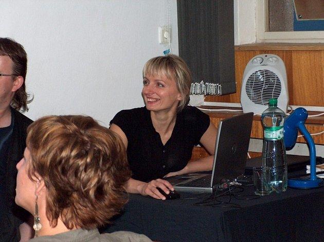 Přijela Magdalena Kozak. Polská spisovatelka uspořádala pro fanoušky military přednášku.