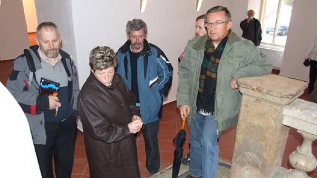 Na předání rekonstruovaných prostor se přišla podívat i starostka Lenka Arnotová a místostarosta Josef Böhm (zcela vpravo).