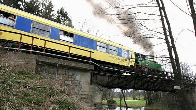 Tři roky neexistuje tento železniční most v Poříčí. První vlak po něm projel v roce 1898. Vroce 2007 byl ocelový viadukt sešrotován a zpeněžen. Stejně tak byl s komerčním úspěchem zlikvidován celý svršek kolejiště mezi Přibyslaví a obcí Sázava.