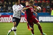 Útočník Matěj Vydra (u míče) má reálnou naději na nominaci na letní mistrovství Evropy ve Francii.
