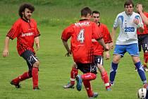 S letní přípravou na novou sezonu začali i I. A třídy fotbalisté Věžnice (v tmavém), kteří sehrají tři přípravná utkání.