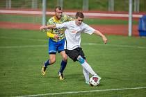 Fotbalisté Havlíčkova Brodu (v bílém) prohráli gererálku v Hlinsku 0:1.