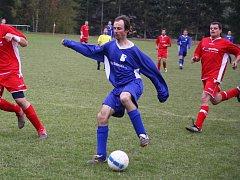 Střeleckou formu má tradiční světelský ostrostřelec Miroslav Křikava (v modrém). Potvrdí svoje gólové účty i proti Ledči? Necháme se překvapit do nedělního podvečera.