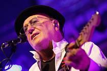 Petr Janda, frontman skupiny Olympic, stojí v jejím čele už pět desetiletí. Za tu dobu neztratila kapela na popularitě.