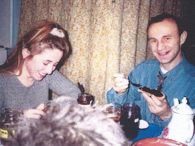 Manželé Lucenkovi. Manželský pár Lucenkových (na snímku) z Moravskoslezského kraje se obohacoval na úkor jiných, a to tím, že Nikolaj Lucenko tvrdil, že má léčitelské schopnosti.