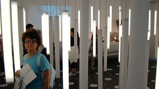 Světelné trubice jsou základem expozice Kraje Vysočina na Expu 2015.