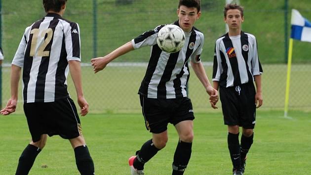 Bůra. Toho nadělili mladší fotbaloví dorostenci brodského Slovanu Boskovicím.