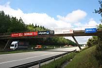 Musí ustoupit modernizaci. Bourání tohoto mostu na 107. kilometru na dvanáct hodin uzavře dálnici D1. Stane se tak během noci z 8. na 9. června.