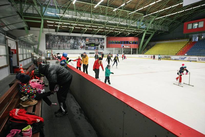 Veřejné bruslení na zimním stadionu v Havlíčkově Brodě.