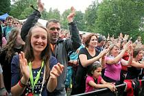 Nadšení návštěvníci Sázavafestu.