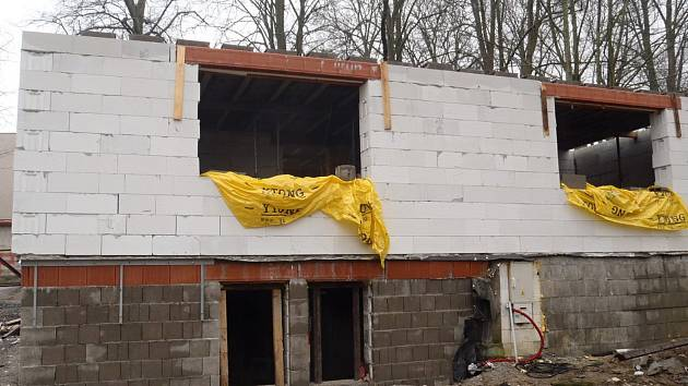 Hrubá stavba nové klubovny by měla být hotová ještě na jaře.