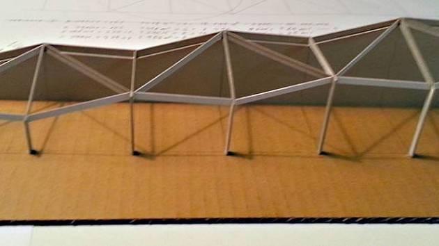 Návrh makety haly pro trénink požárního sportu z tvůrčí dílny Atelier 2 v Havlíčkově Brodě architekta Stejskala.