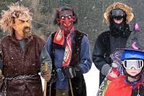 Malí i velcí milovníci sjezdového lyžování, snowboardingu a s nimi i několik skibobistů. Ti všichni se v sobotu odpoledne vypravili na Vysokou nedaleko Havlíčkova Brodu, aby tam společně a hlavně vesele ukončili letošní lyžařskou sezonu.