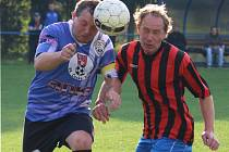 Nejlepším hráčem byl v sousedském derby Pohled B – Česká Bělá (1:1) v dresu hostů Luboš Sobotka (vlevo).