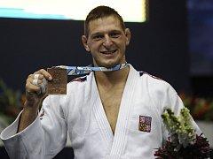 """Prostředí v Riu de Janeiro zná jihlavský judista Lukáš Krpálek velmi dobře. Před třemi roky zde na mistrovství světa vybojoval bronzovou medaili. """"Nebylo by špatné na ni zavzpomínat... A ještě lepší by bylo ji vylepšit,"""" zasnil se nejlepší český judista."""