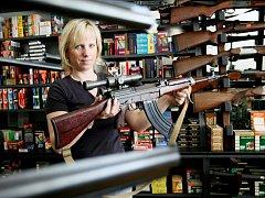 Střelné zbraně si lidé pořizují stále častěji, jen na Žďársku už jich vlastní téměř devět tisíc. Mezi nejoblíbenější druhy patří lovecké pušky či samonabíjecí pistole.   Ilustrační foto.